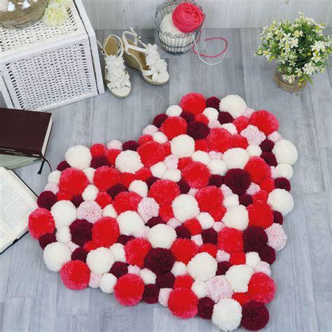 teppiche in herzform pompom teppich in herzform selber machen detallierte