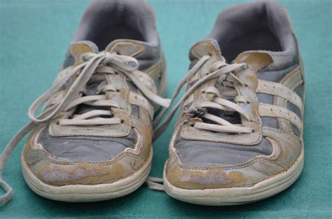 when are running shoes worn out how to tell if your shoes are worn out the shoe guide