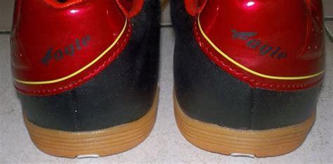 Sepatu Bola Dibawah 200 Ribu toko jual sepatu futsal original murah unik hitam merah