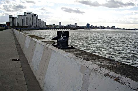 thames barrier to hton court walk scrolling gallery