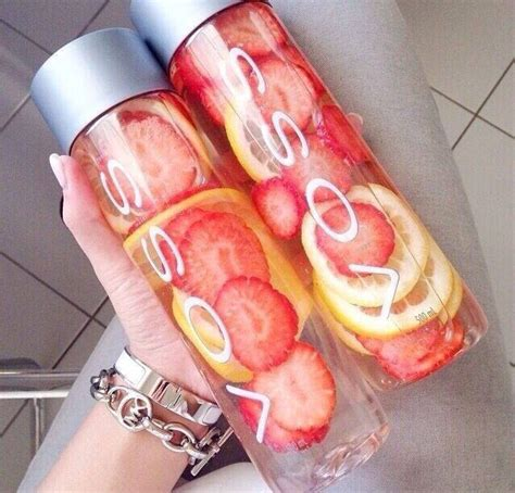 Strawberries In Water Detox by Lemon And Strawberry Detox Water Trusper
