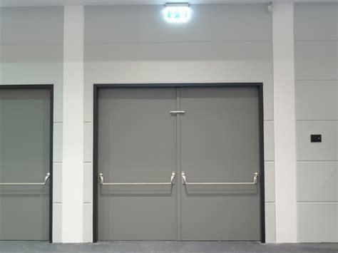 montaggio porta tagliafuoco porte tagliafuoco