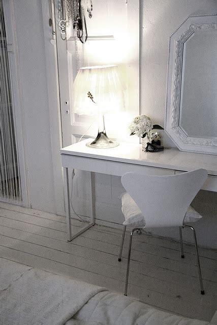 Ikea White Besta Burs Desk In High Gloss White Finish Bestå Burs Desk High Gloss White