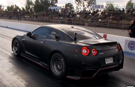 Gtr Vs Porsche Turbo by Drag Race Modified Porsche 991 Turbo S Vs Bolt On Nissan