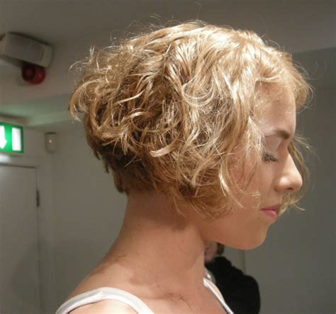 Short Angled Bobs That Can Be Wore Straight Or Curly | angled bobs that can be wore or curly cute short hair