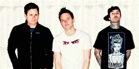 Tshirt T Shirt Kaos Sexpistols musik underground sambut natal blink 182 rilis dogs
