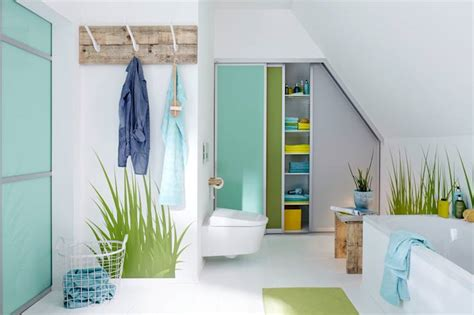 schrank offen essentials for your guest bathroom