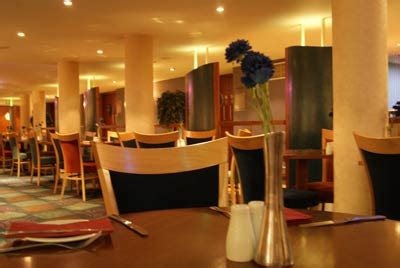 comfort hotel heathrow comfort hotel heathrow room and parking deals for less