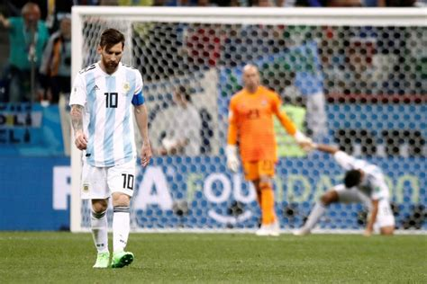 argentina vs croatia lionel messi reaction to willy caballero