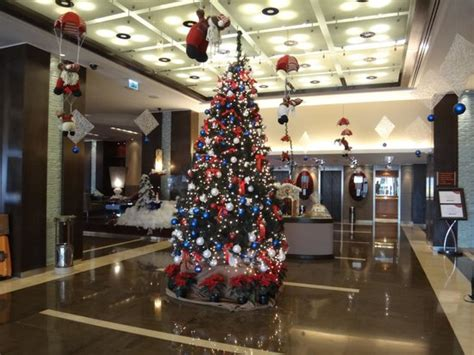 top ten hotel lobby christmas decorations lobby decorations picture of crowne plaza hotel amman amman tripadvisor
