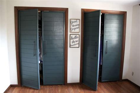 Diy Bi Fold Closet Doors Diy Bi Fold Closet Door Makeovers Bright Green Door