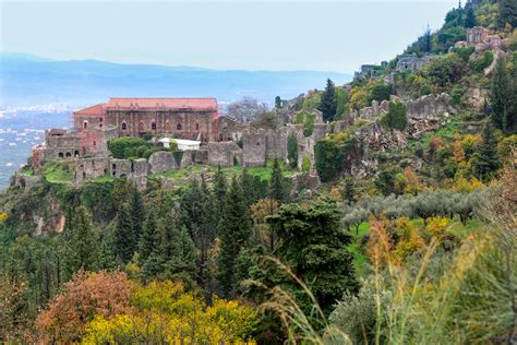 Small Room Decoration by Mystras A World Heritage Site In Greece Gtp Headlines