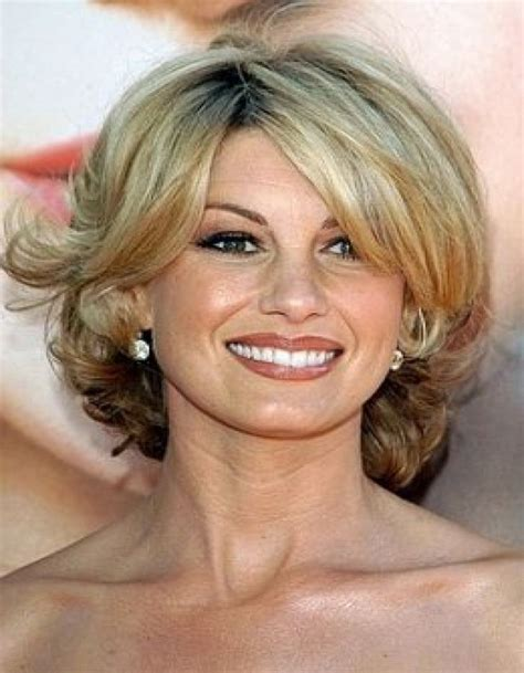 hairstyles for mid fortys stylish medium hairstyle for women in their 40s hair