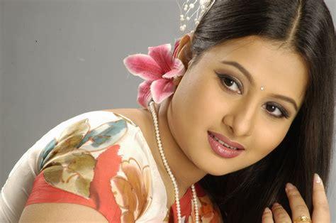 india film gan bdartist purnima is a popular film actress in bangladesh