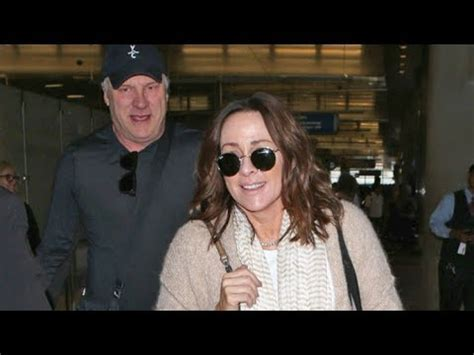 does patricia heaton wear a wig in the middle actress patricia heaton tells photog s she s wearing a