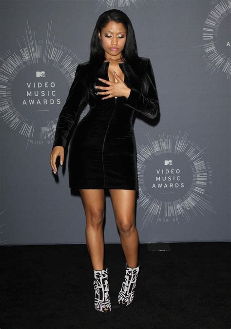 Nicki Minaj Wardrobe by Mtv Vmas 2014 Nicki Minaj Suffers Wardrobe