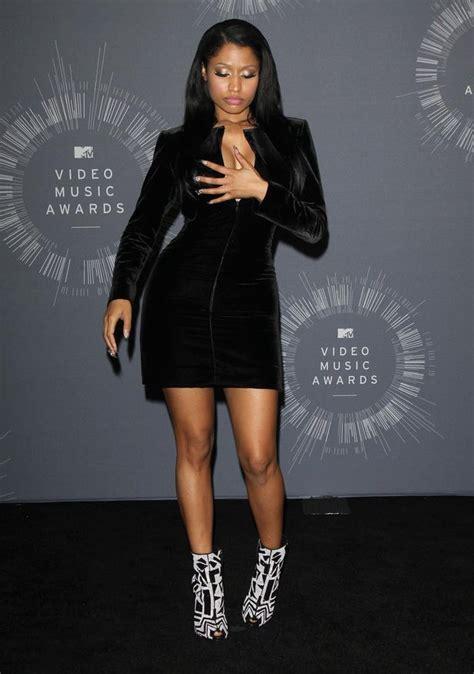 Minaj Wardrobe by Nicki Minaj Has Another Tv Slip While Talking About