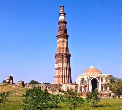 qutub minar biography in hindi top 4 must visit places in delhi gurdial taxi services
