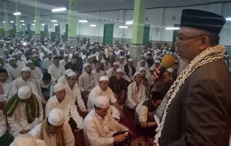 Karpet Masjid Tanah Abang jelang pencoblosan ratusan umat muslim tanah abang penuhi