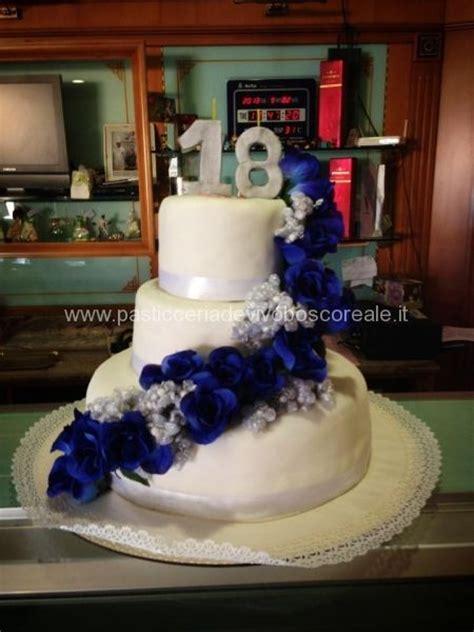 torte compleanno con fiori pi 249 di 25 fantastiche idee su torte con fiori su