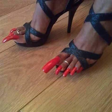fotos uñas pintadas de pies u 241 as largas de los pies muy maquilladas fotos de la