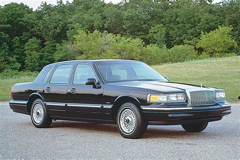 town ford lincoln 1990 97 lincoln town car consumer guide auto