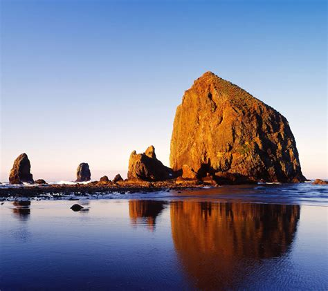 haystack rock in cannon beach oregon my 50 state tour