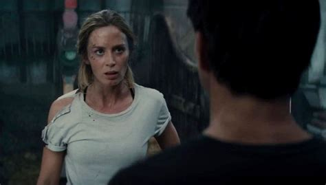 emily blunt wallpaper edge of tomorrow movie review edge of tomorrow the movie guys
