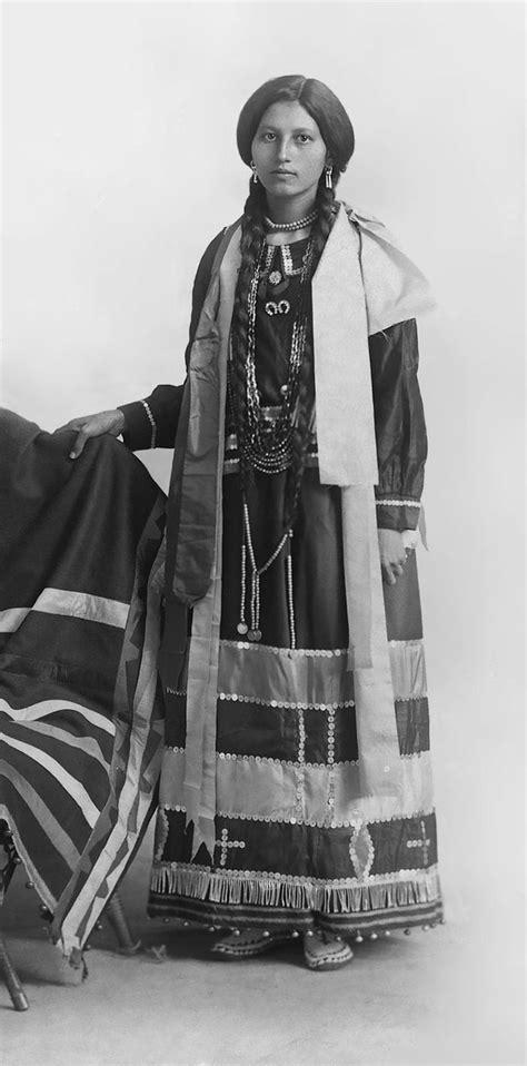 1800s cherokee women hairstyles 1800s 1900s portraits of native american teen girls show