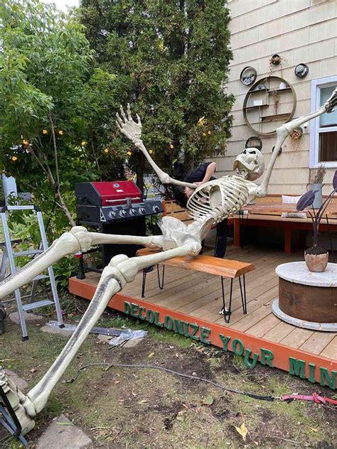 couple  viral  growing  halloween skeleton