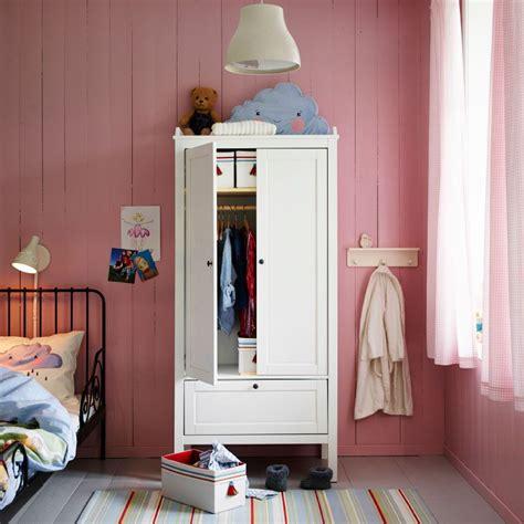 Ikea Schrank Viele Fächer by Ein Rosafarbenes Kinderzimmer Mit Sundvik Kleiderschrank
