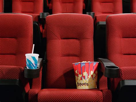 reddit pet peeves movie theatre employees reveal pet peeves reddit
