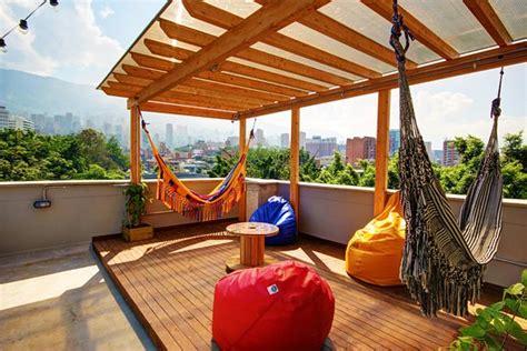 hamaca medellin hamacas roof top fotograf 237 a de los patios hostal boutique