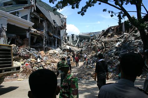 earthquake just now in indonesia aftermath of the 2009 sumatra earthquake padang