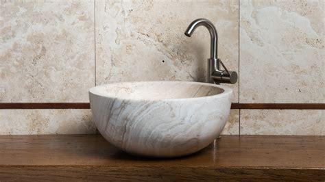 lavabo in travertino per bagno lavabo da appoggio in travertino quot fiano ege quot pietre di