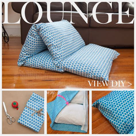 Diy Bed Pillow by Diy Pillow Lounger Using Waverly Fabric