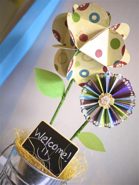 How To Make A Paper Fan Flower - fan paper flower tutorial a gingerbread house on sesame