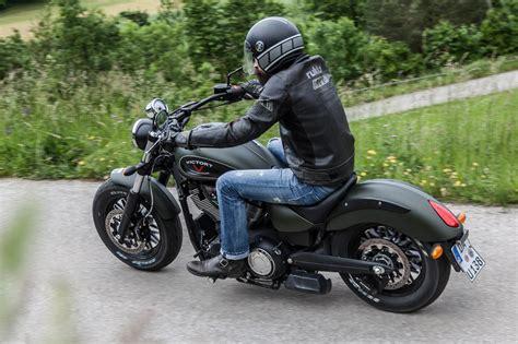 Victory Motorrad Online Shop by Victory Gunner Test Action Details Motorrad Fotos