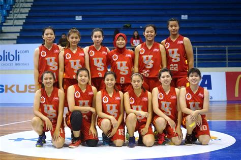 Sepatu Basket Putri kalahkan unhas putri ubaya raih kemenangan perdana