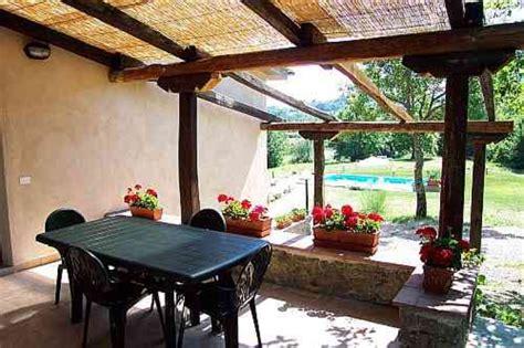 offene veranda casa trebbi mit privatpool ferienhaus in sassofortino mieten