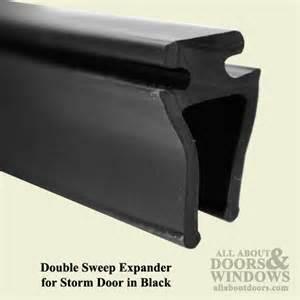 larson sweep expander for door black