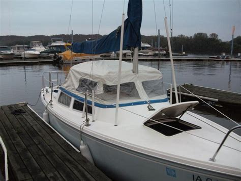 swing keel sailing 1982 catalina 22 swing keel sailboats