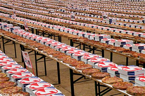 Pizza Of Records Top 5 World Record Breaking Largest Foods Metro News