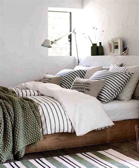 olive green bedroom decor olive green pinterest green bedrooms bedrooms and vintage bedrooms best 25 olive green decor ideas on pinterest green