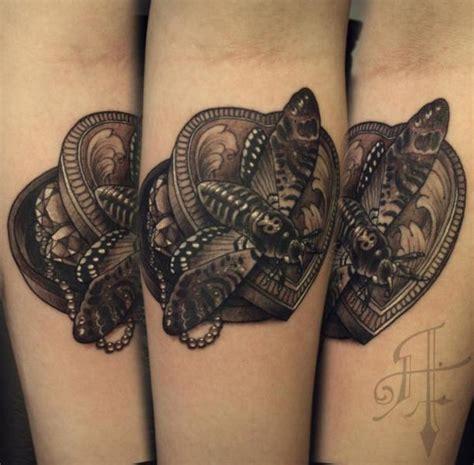 tatuaggio braccio cuore falena di antony tattoo