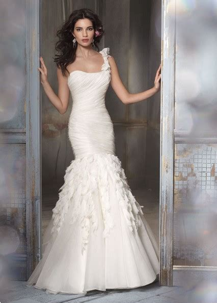 Gorgeous One Shoulder Dresses by A Classic Collection Of Gorgeous One Shoulder Wedding