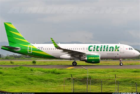 citilink vs garuda airbus a320 214 citilink garuda indonesia aviation