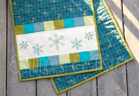 snowflake quilt pattern table runner 7 spectacular snowflake quilt patterns