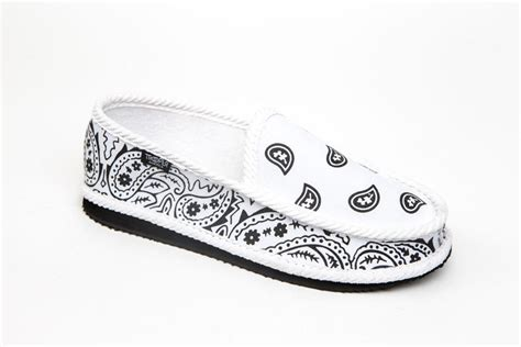 bandana print house shoes bandana print house shoes 28 images bandana print slippers 28 images mens bandana print slip