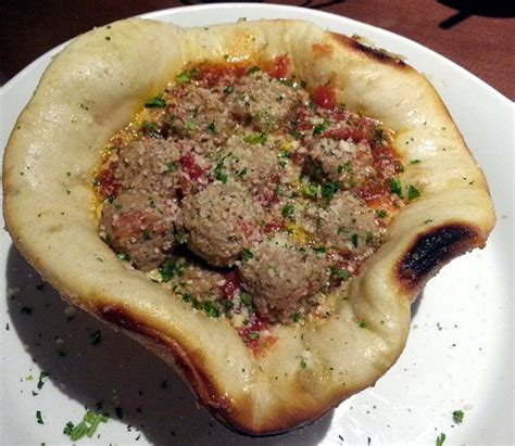 olive garden pizza bowl the pizza bowl but how do you eat it picture of olive garden chicago tripadvisor